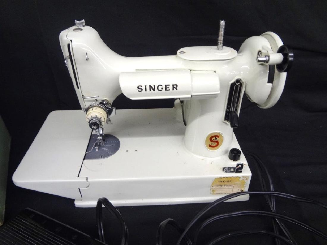 Vintage Featherweight Singer Sewing Machine 221K with - 2