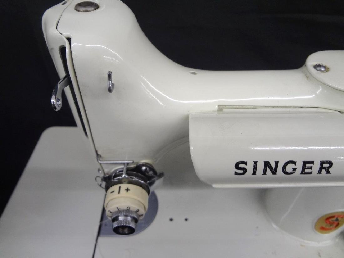 Vintage Featherweight Singer Sewing Machine 221K with - 5