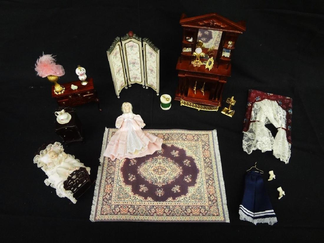 Collection of Miniature Doll House Furniture: 18 Pieces