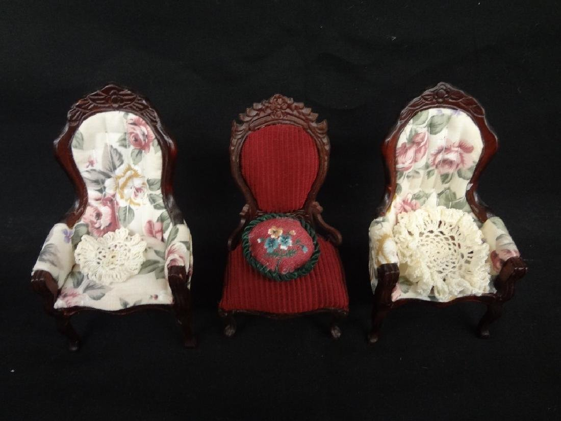 Group of Miniature Doll House Furniture: 20 Pieces - 4