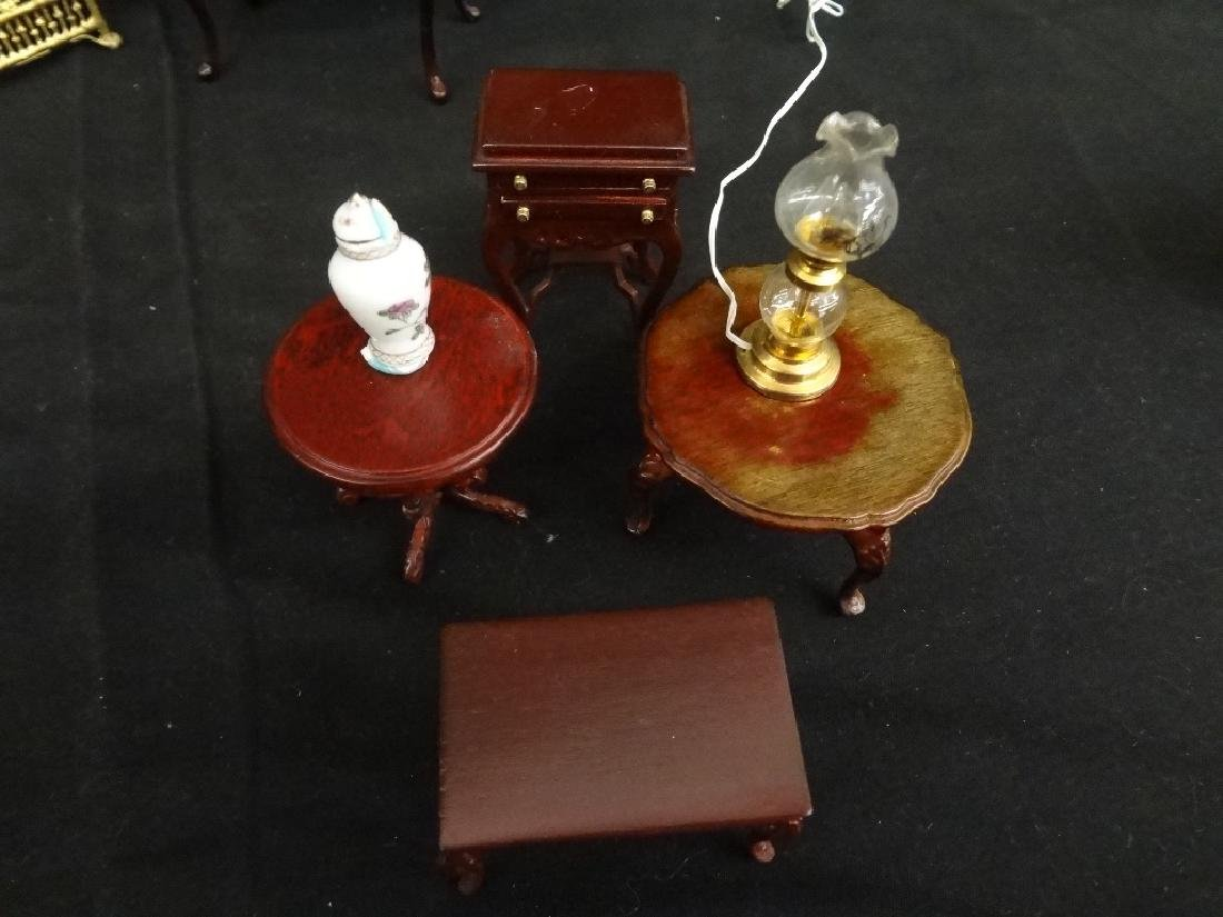 Group of Miniature Doll House Furniture: 20 Pieces - 9