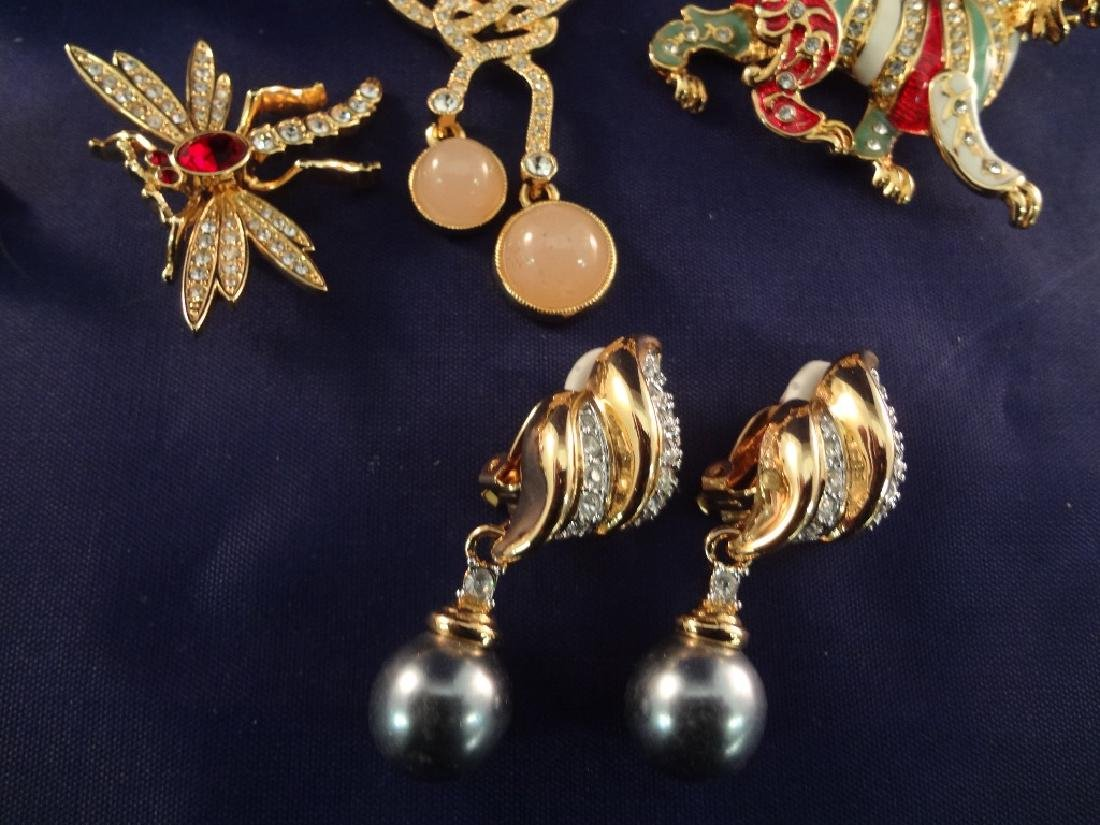 Joan Rivers Vintage Jewelry Group: (5) Brooches, (3) - 2