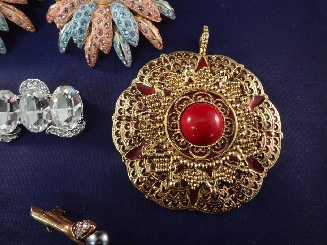 Joan Rivers Jewelry (9) Brooch and Pendants - 2