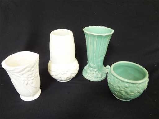 4 Nelson Mccoy Pottery Vases 2 Matte White And 2
