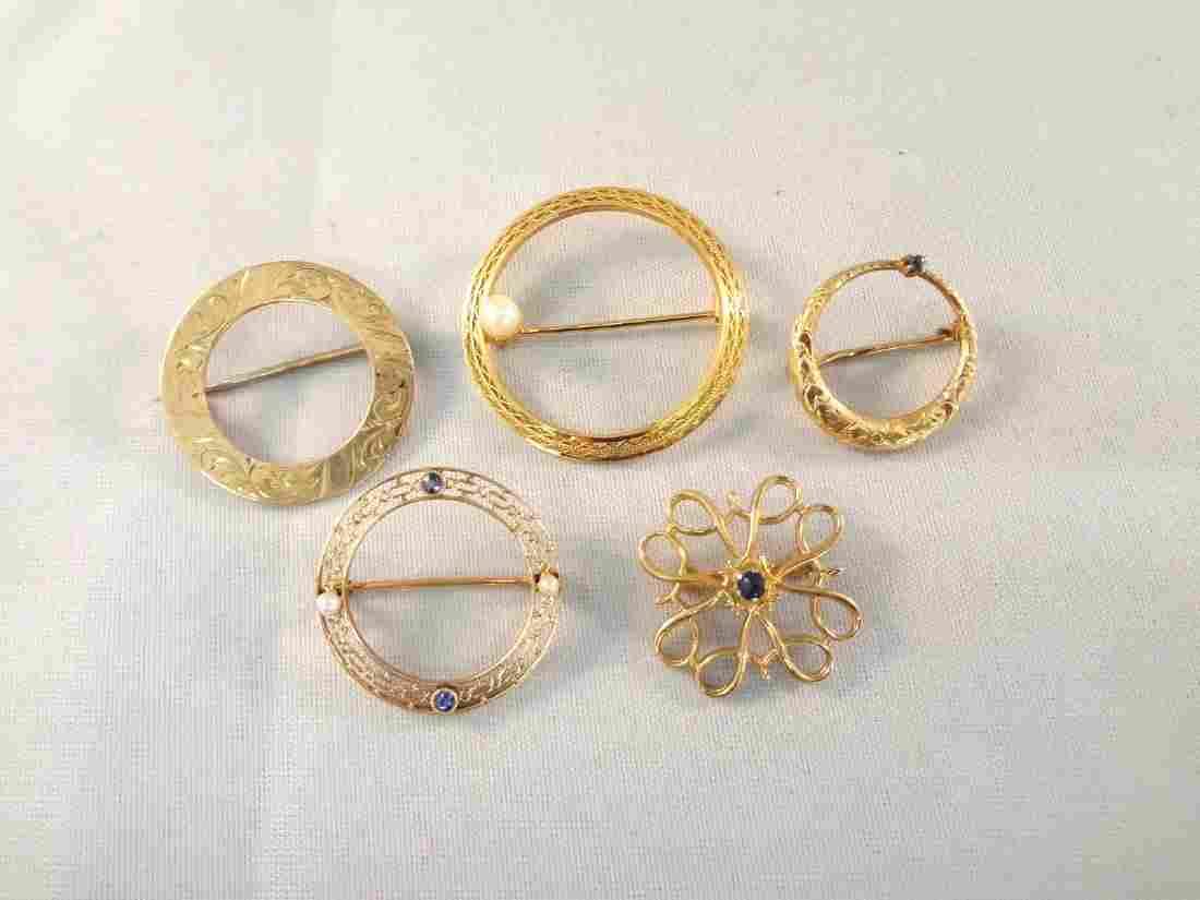 (5) 10k Gold Round Brooches