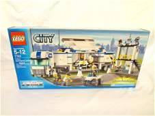 LEGO Collector Set 7743 City Police Commander Center
