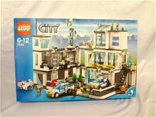 LEGO Collector Set 7744 City Police Station New and