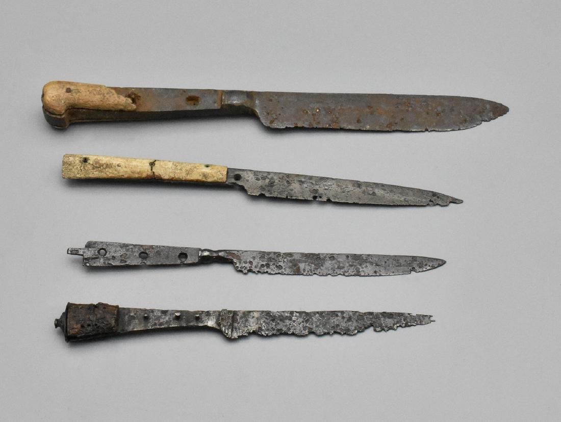MEDIEVAL KNIFE SET