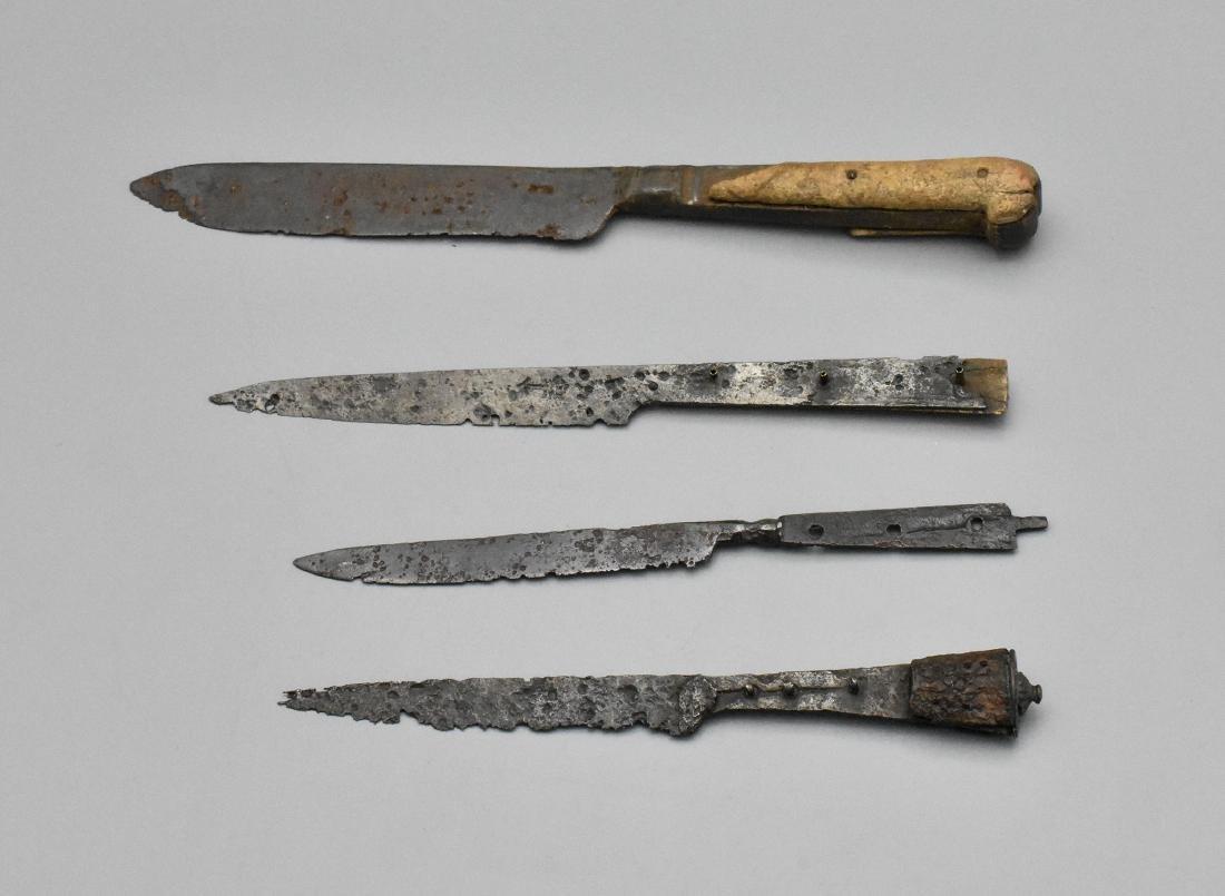 MEDIEVAL KNIFE SET - 2