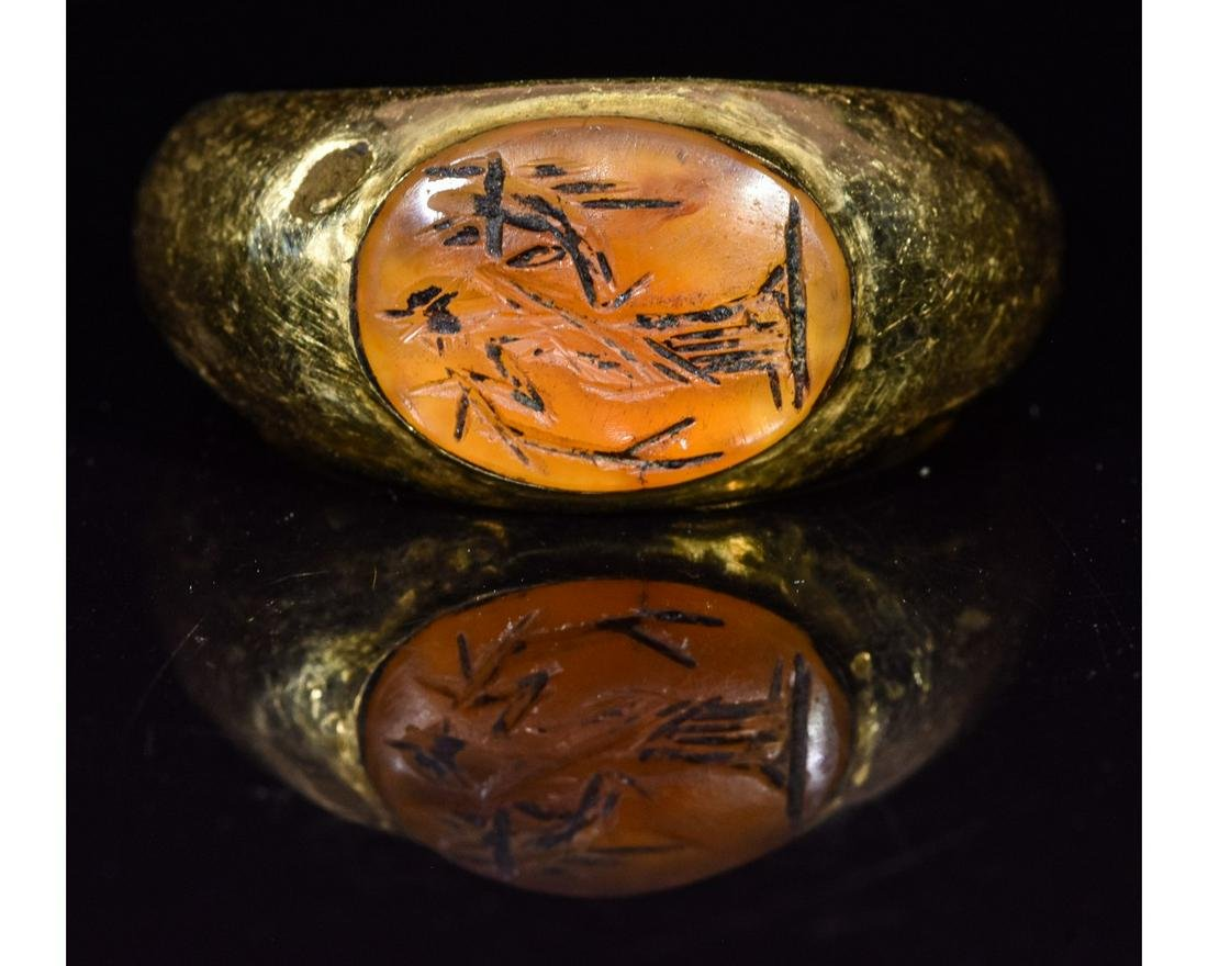 ROMAN GOLD INTAGLIO RING WITH FORTUNA