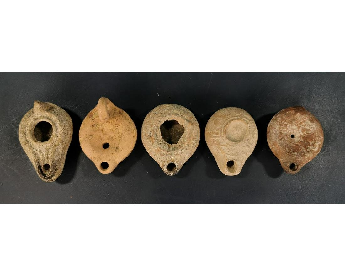 COLLECTION OF FIVE ROMAN OIL LAMPS