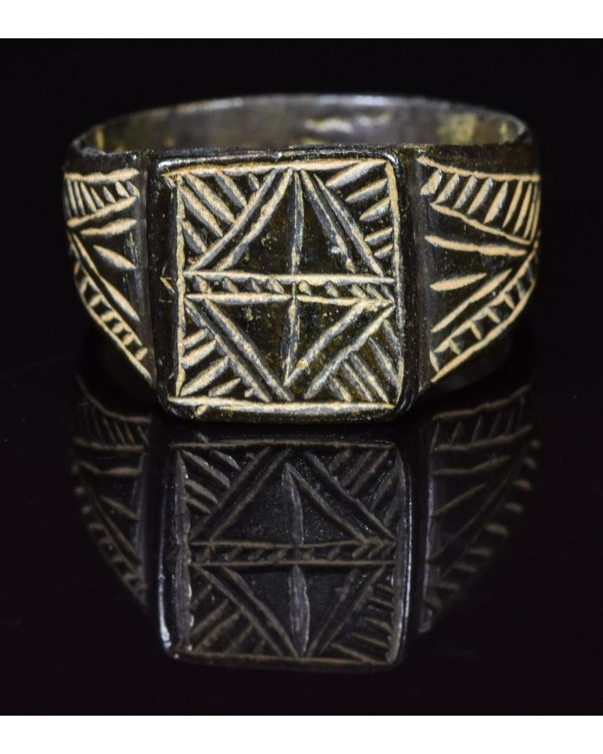 MEDIEVAL RING WITH DECORATION