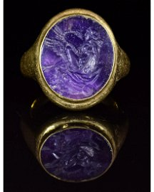 ROMAN GOLD and AMETHYST INTAGLIO RING - LEDA AND THE