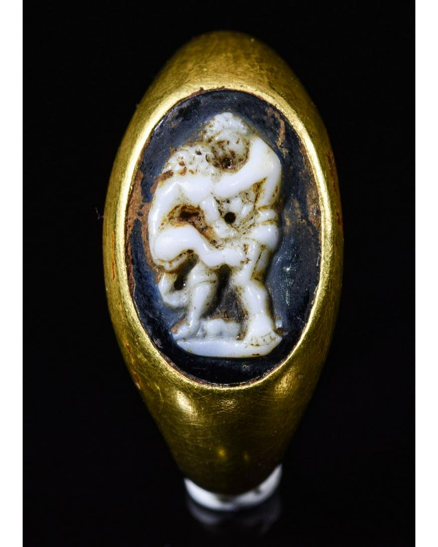 ROMAN GOLD CAMEO RING - HERCULES AND THE NEMEAN LION
