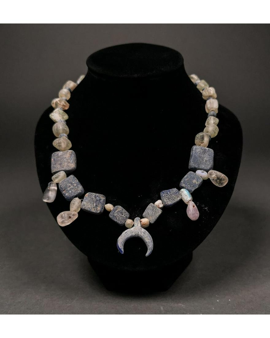 VIKING BEADED NECKLACE WITH LUNAR