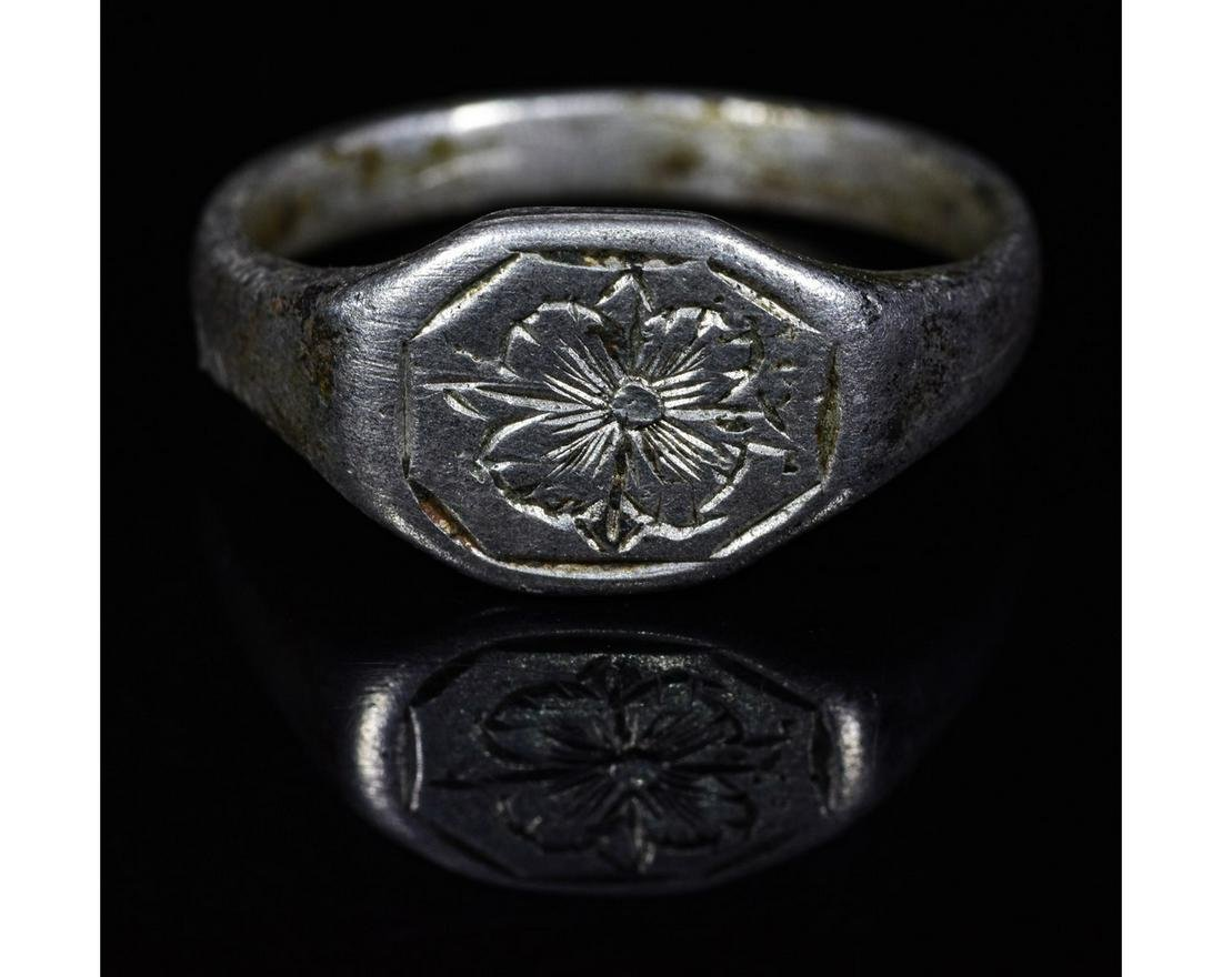 MEDIEVAL SILVER RING WITH FLOWER