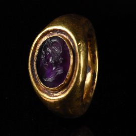 STUNNING ROMAN GOLD RING WITH AMETHYST INTAGLIO OF AN