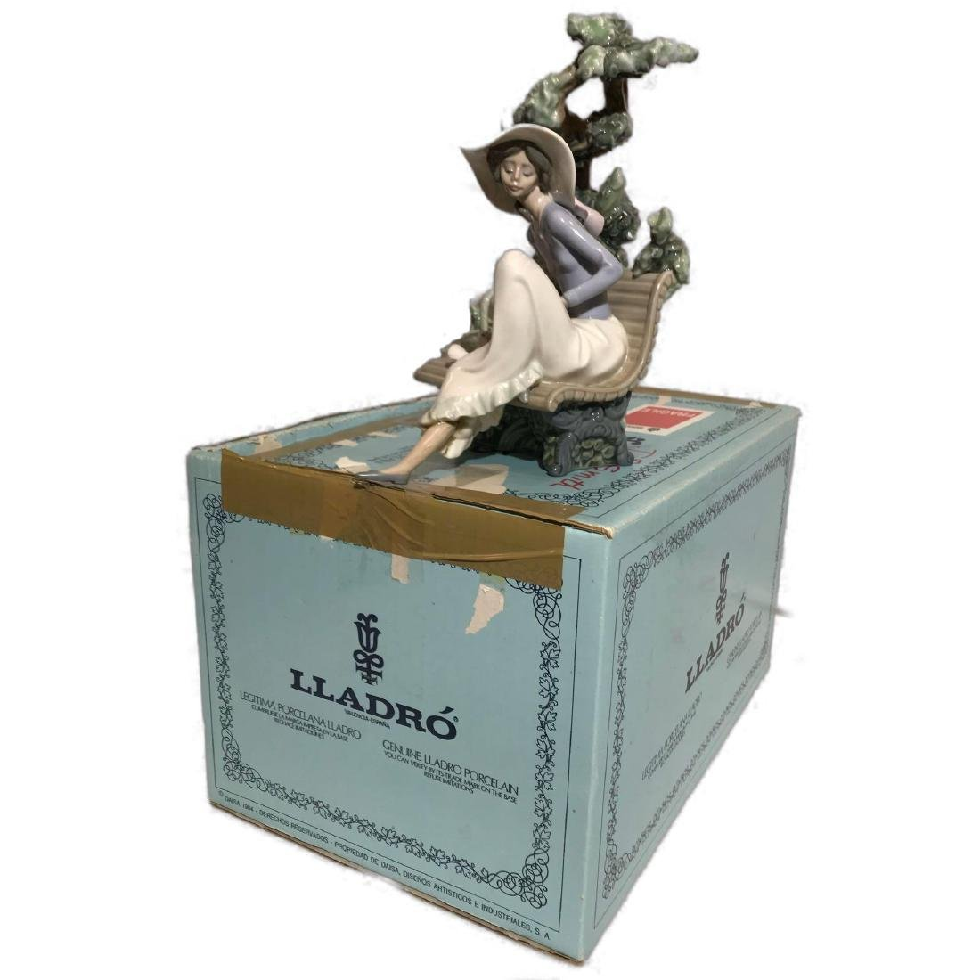 "Lladro Figurine ""Sunday In The Park"" 5365"