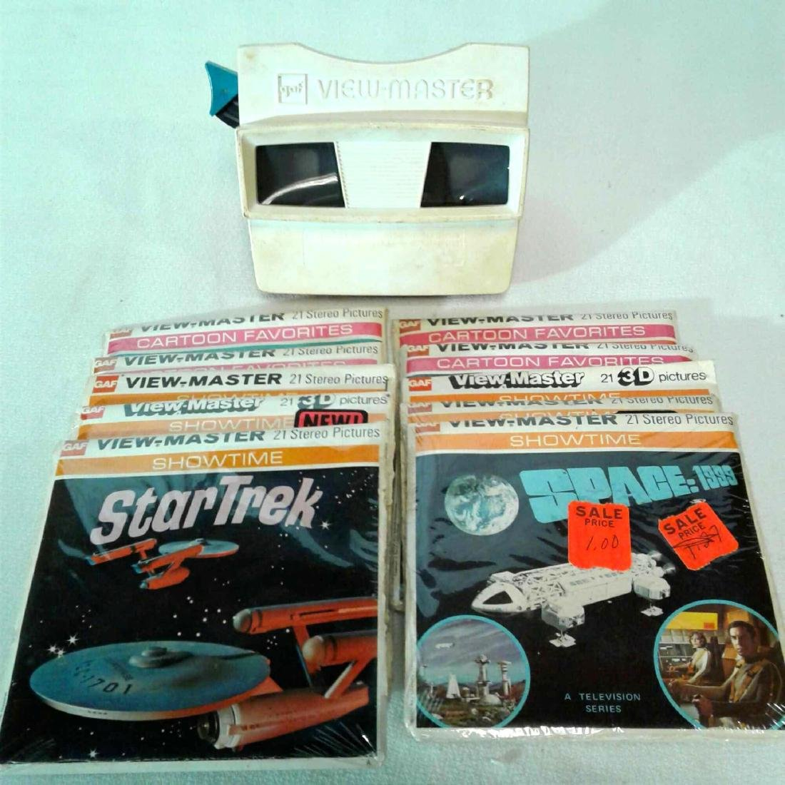 View Master Viewer w/10 Packages of Assorted Reels