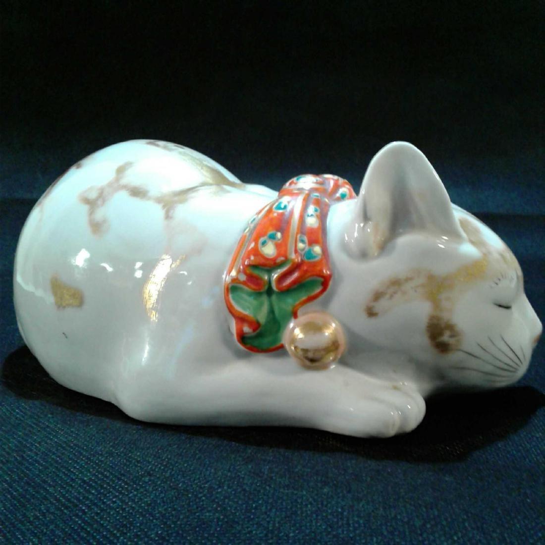 Japanese Kutani Sleeping Cat Porcelain Figure - 4