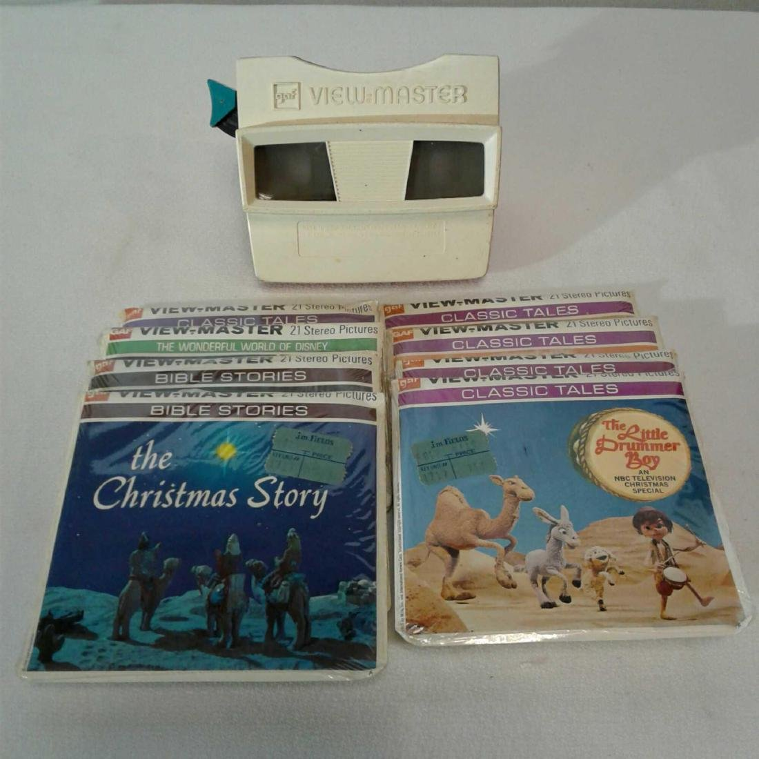 View Master Viewer w/ 8 Packages of Assorted Reels (Chr