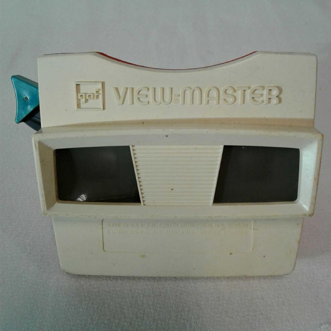 View Master Viewer w/ 8 Packages of Assorted Reels (Chr - 2
