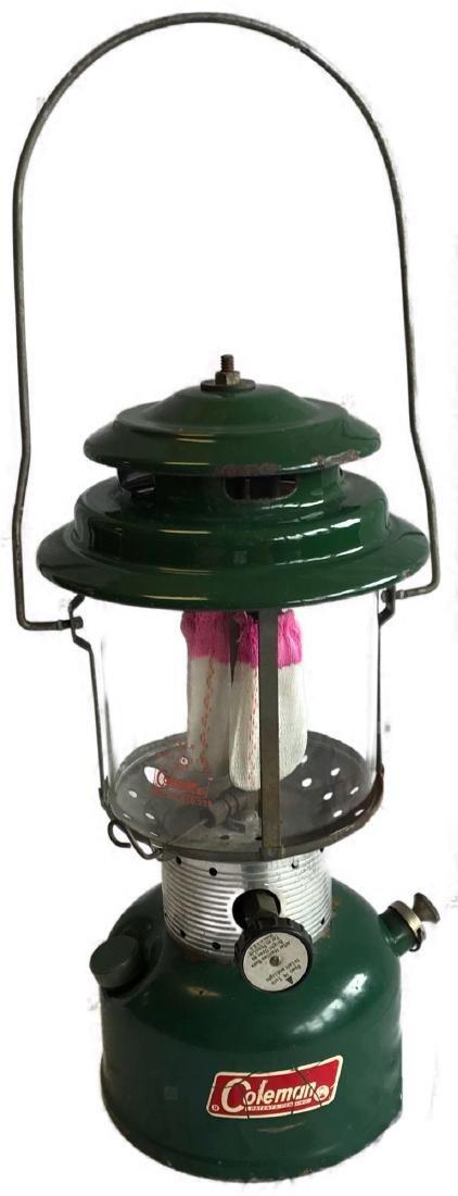 Vintage Coleman 220F kerosene Lantern 8/1967