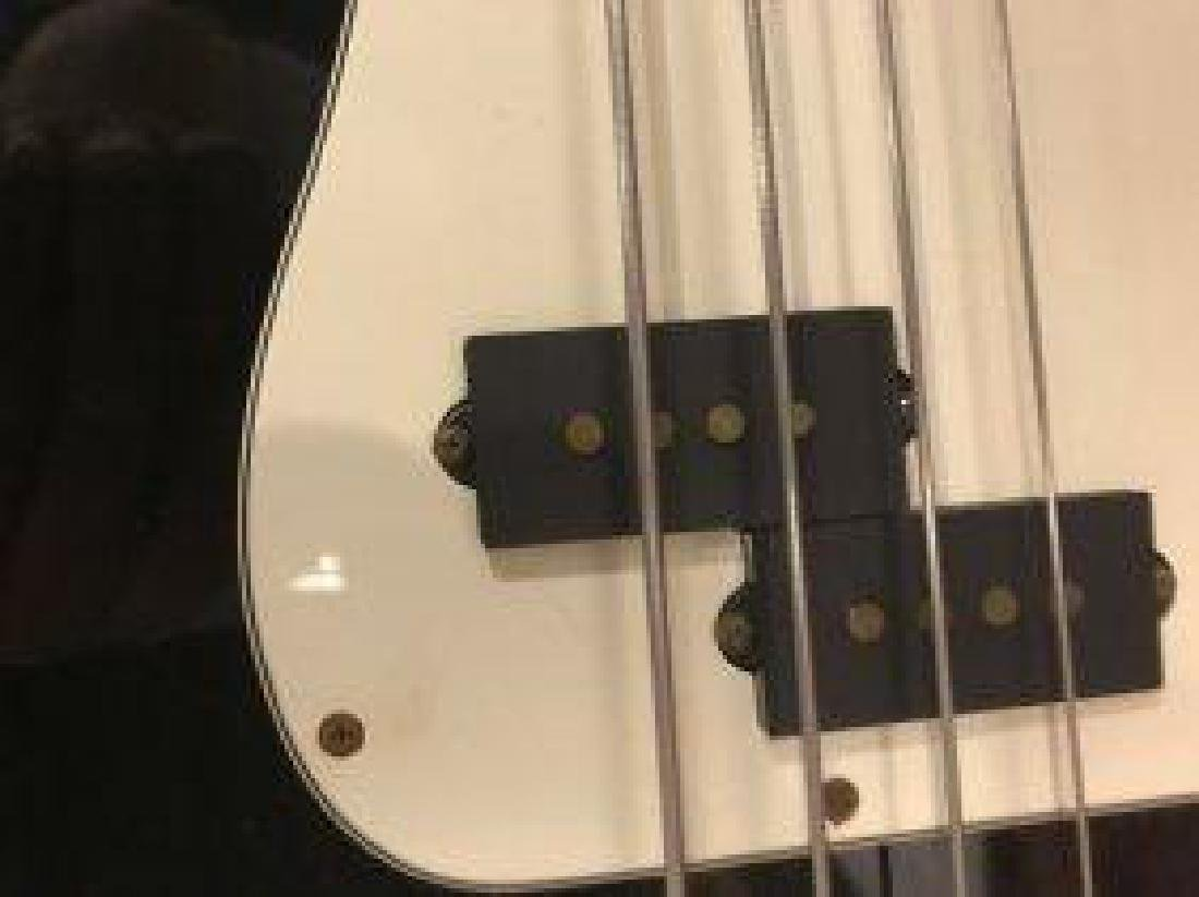 Fender Precision Bass With Hard Case - 4