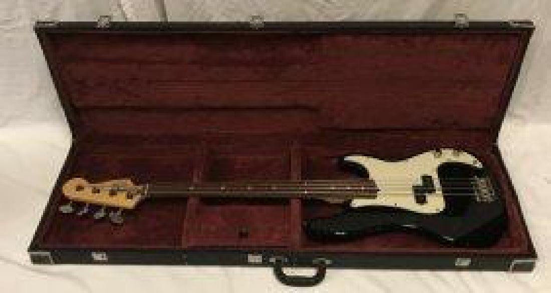 Fender Precision Bass With Hard Case - 6