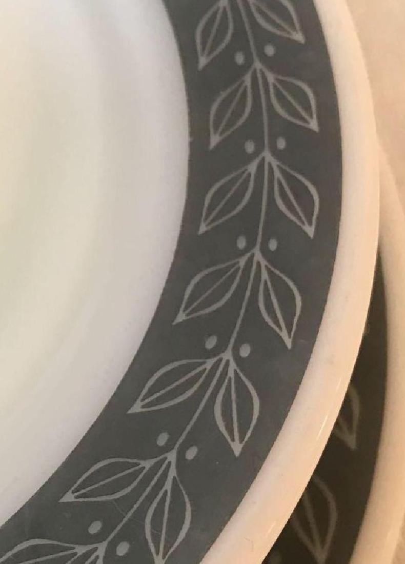 12 Pyrex Double Tough Plates Grecian Pattern - 4