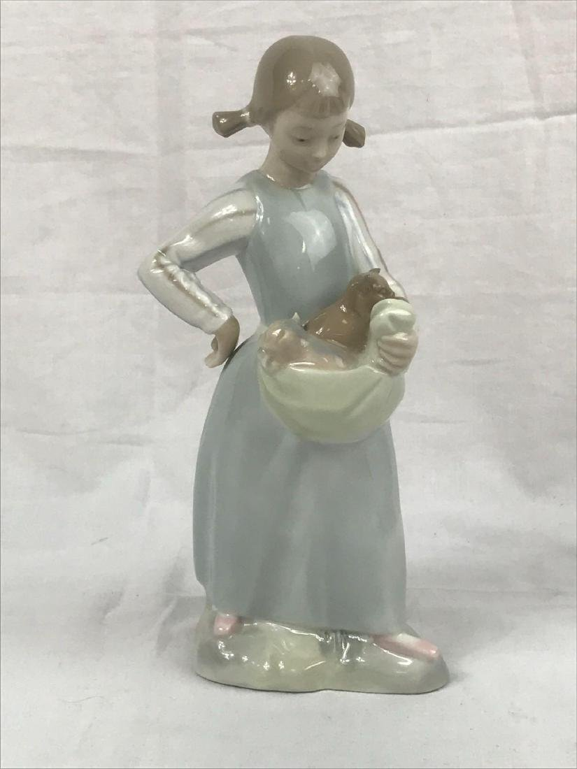 Lladro Figurine, Girl With Kittens - 3
