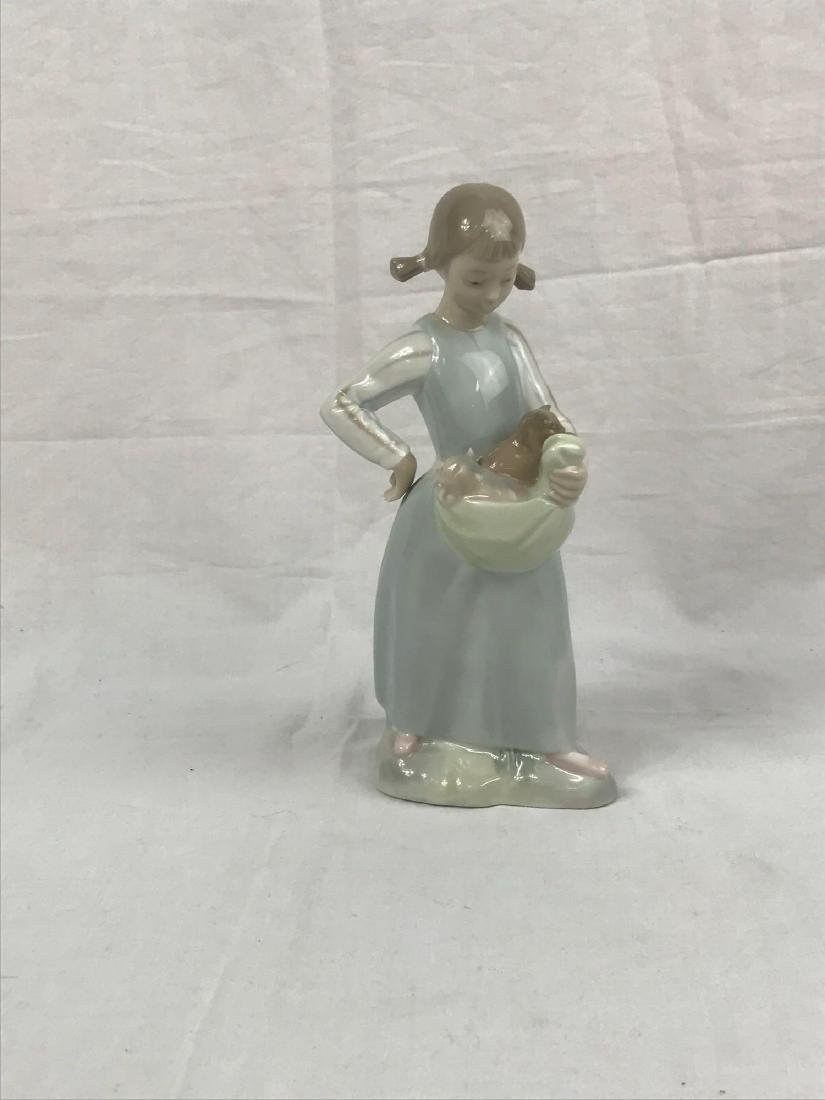 Lladro Figurine, Girl With Kittens - 4