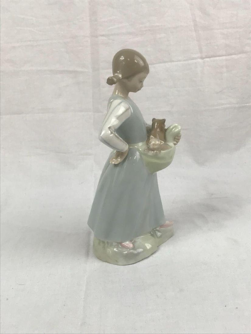 Lladro Figurine, Girl With Kittens - 5