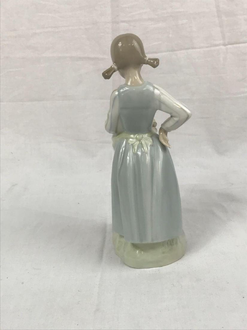 Lladro Figurine, Girl With Kittens - 6