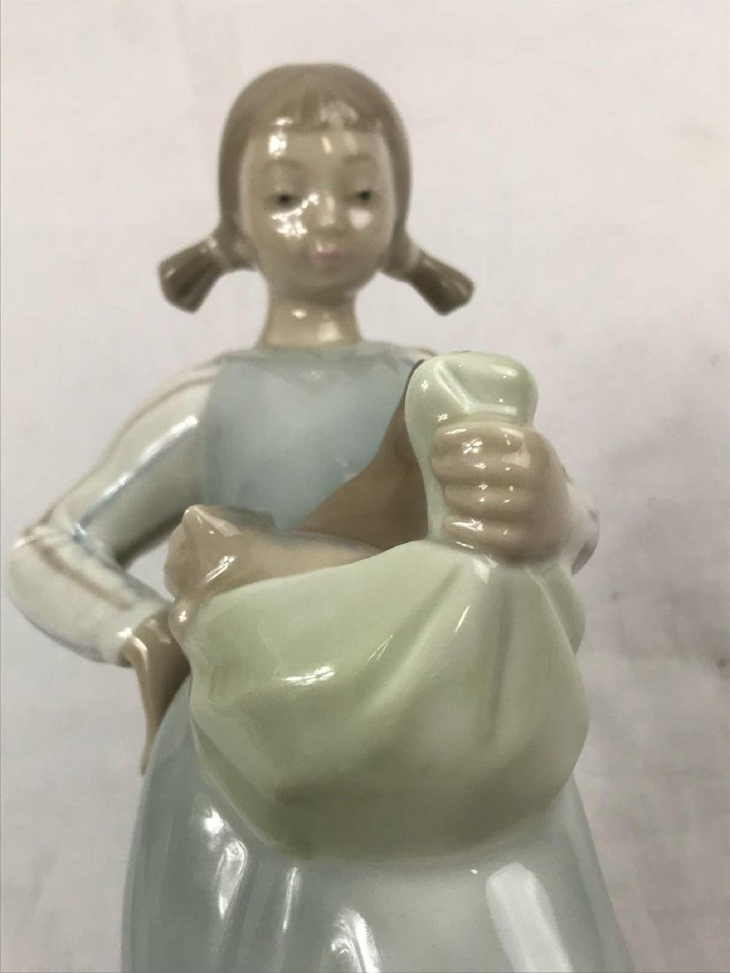 Lladro Figurine, Girl With Kittens - 8