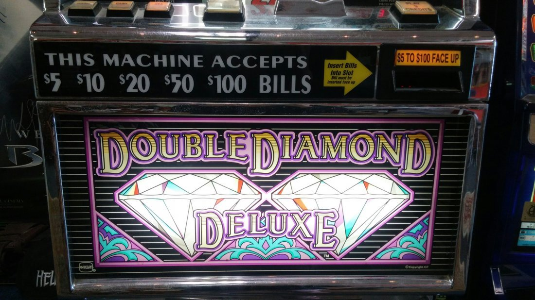 Double Diamond Deluxe Casino Slot Machine - 3