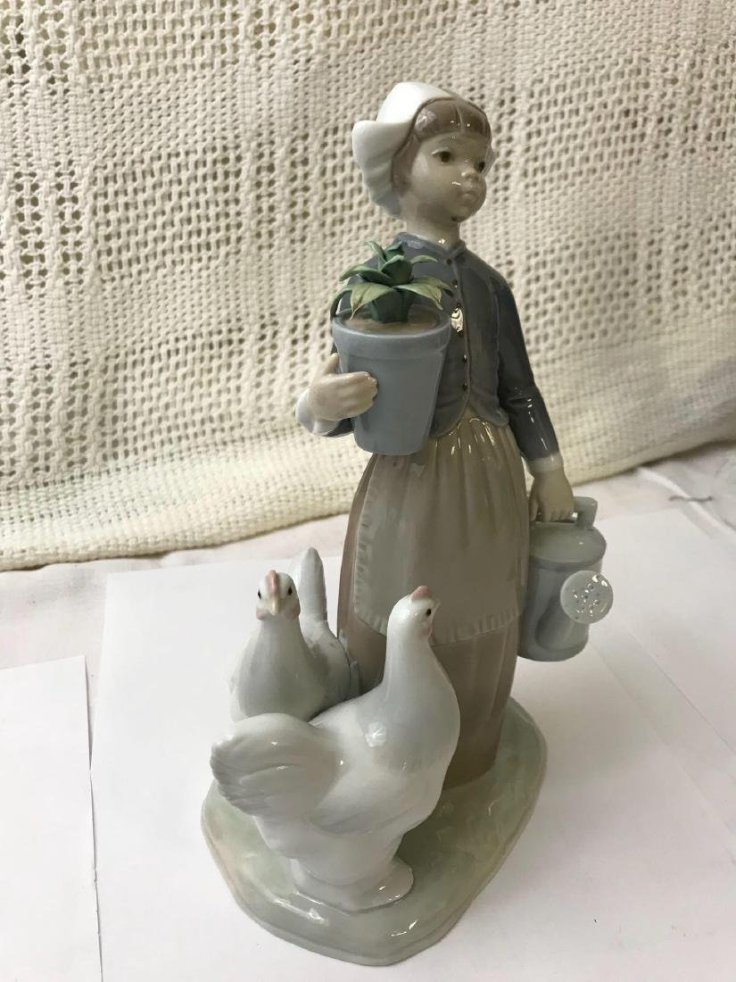 """LLADRO Porcelain """"Dutch Girl With Hens"""" - 5"""