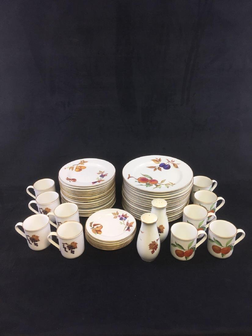 Set of Royal Worcester Fine Porcelain China Dinnerware