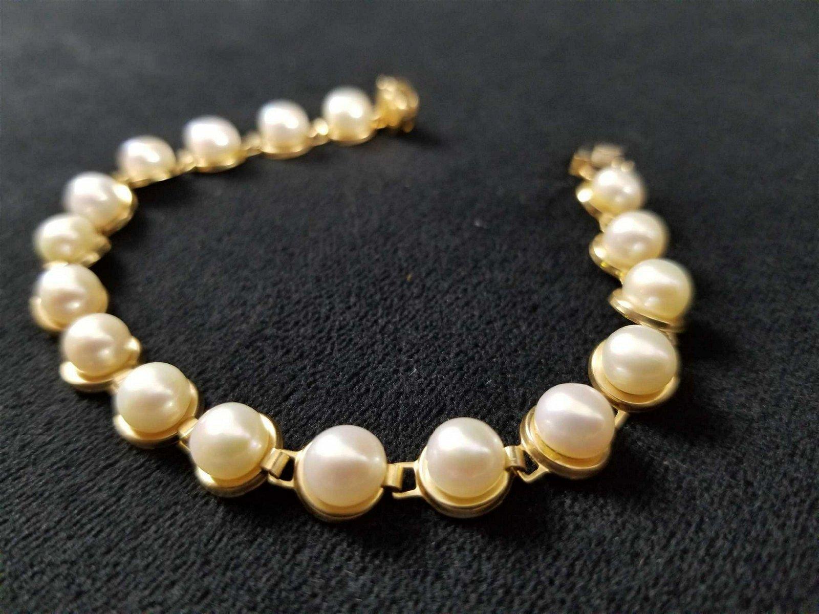 10K Gold Pearl Bracelet