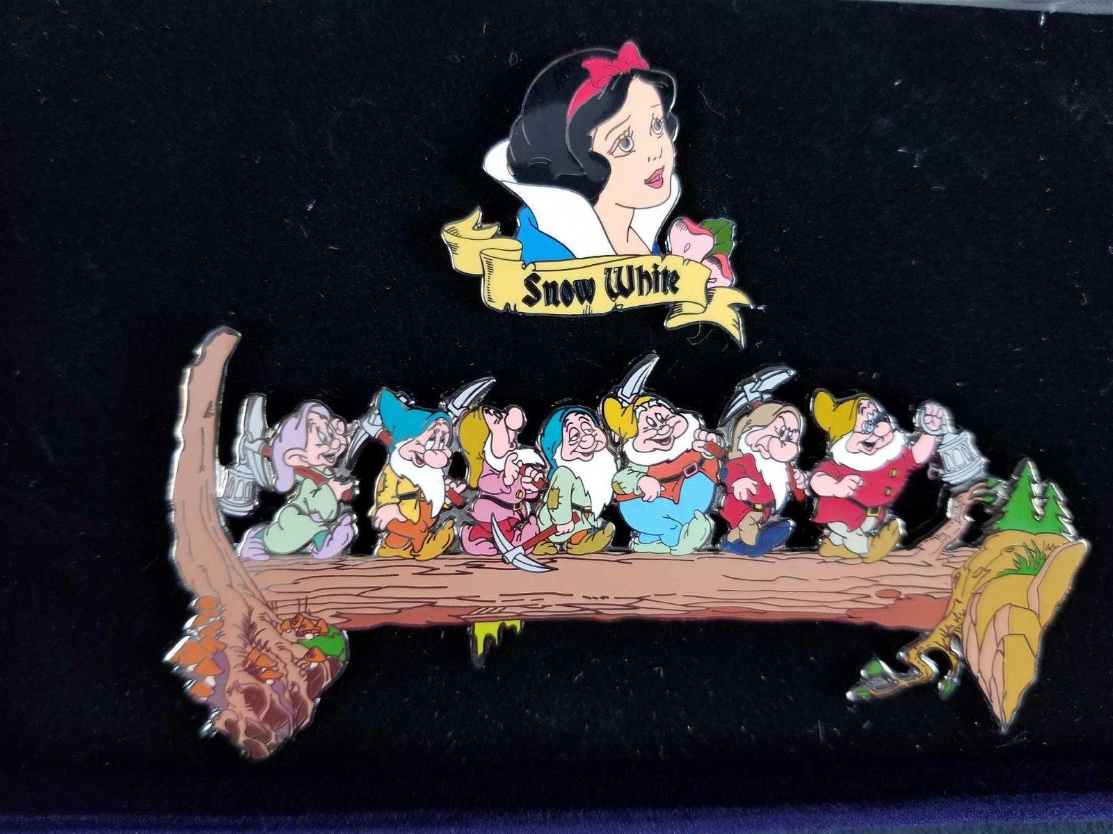 Disney Disneyland Snow White And The Seven Dwarfs Boxed