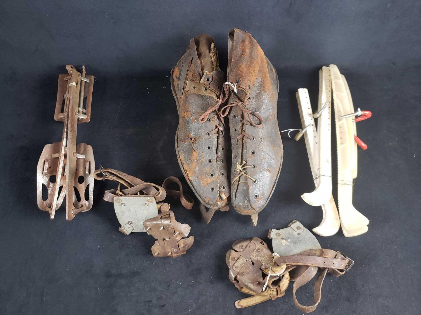 Antique Mens Shoe Skates Feather Weight Winchester Size