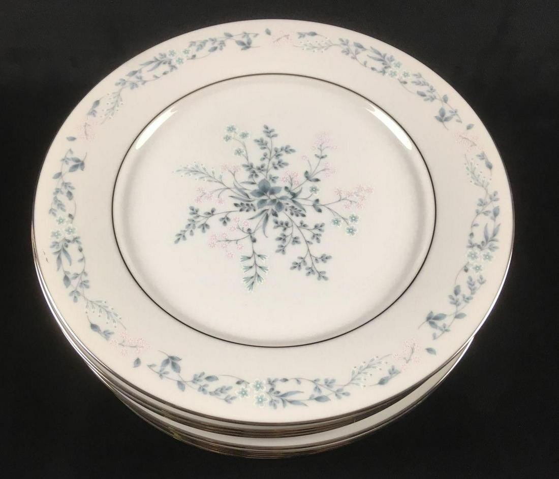 Set of 11 Carolyn by Noritake Dinner Plates