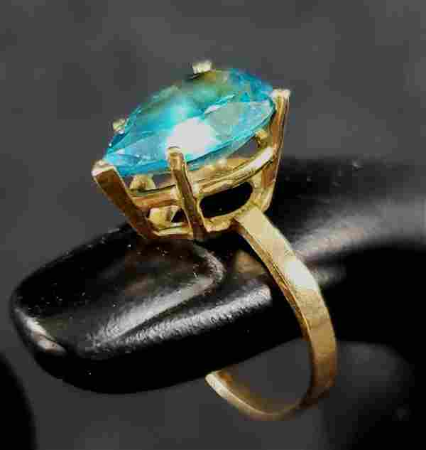 Stunning 14K Gold Vintage Pear Shaped 3 Ct Blue Topaz