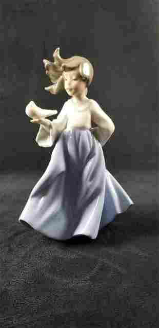 Nao by Lladro Girl with Dove 1988