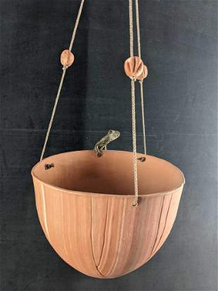 Ceramic Hanging Pot With Metal Salamander