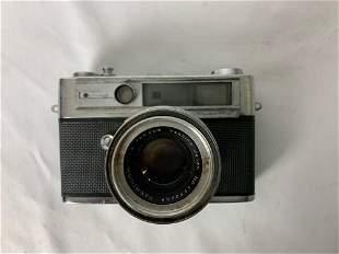 Vintage Yashica Camera model L II 8010279 w/ Yashica
