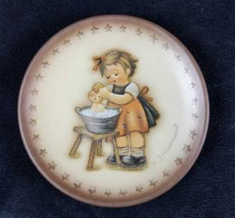 Goebel Hummel Doll Bath Mini Plate 1995 HUM 993