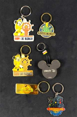 6 Vintage And Cast Exclusive Disney Keychains