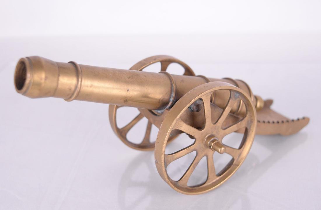 Canon miniature en laiton