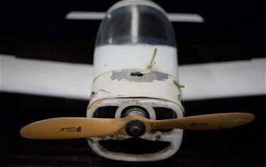 Avion téléguidé à moteur à essence